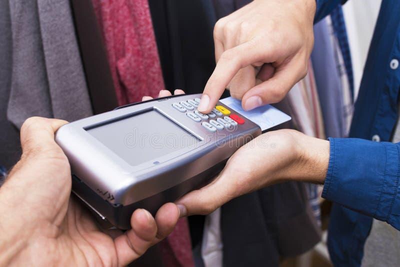 Αγορές και πωλήσεις με την πιστωτική κάρτα στοκ εικόνα