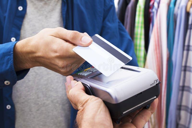 Αγορές και πωλήσεις με την πιστωτική κάρτα στοκ εικόνες
