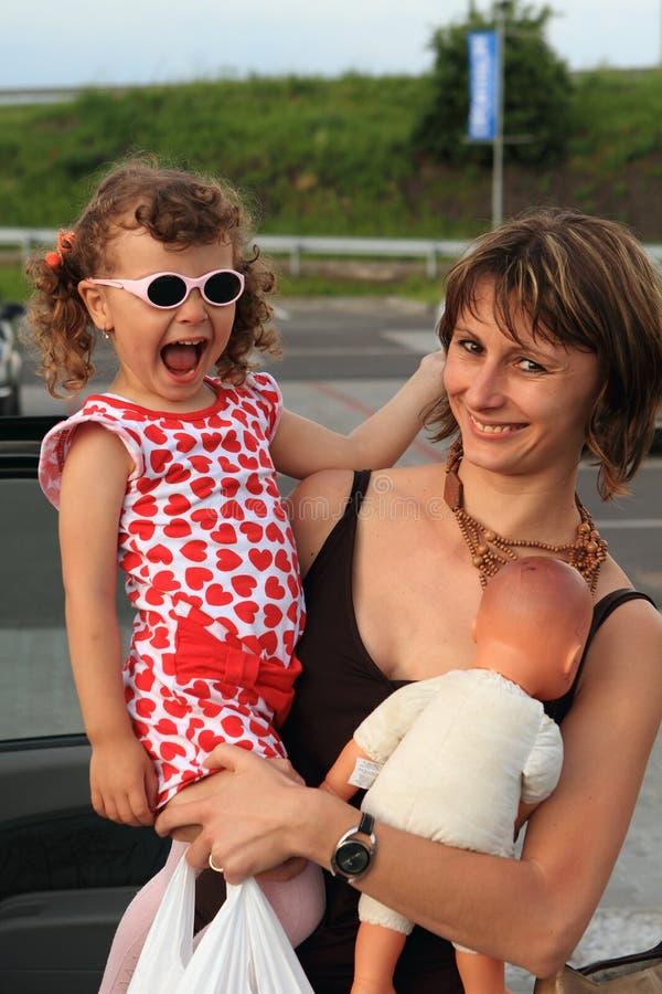 αγορές μητέρων παιδιών στοκ εικόνες