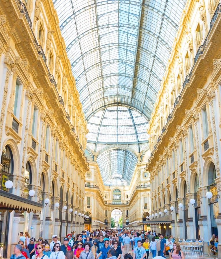 Αγορές σε Galleria Vittorio Emanuele στοκ εικόνα με δικαίωμα ελεύθερης χρήσης