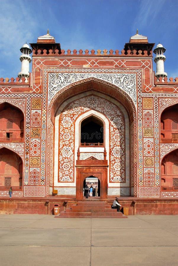 αγοραφοβικό Ιστορικός και αρχιτεκτονικός ο σύνθετος Sikandra ο τάφος του αυτοκράτορα Akbar Mughul στοκ φωτογραφία με δικαίωμα ελεύθερης χρήσης