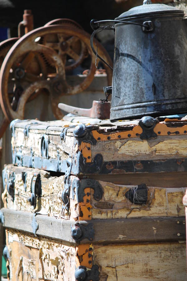 Αγροτικά εργαλεία και υπόστεγο εξωτερικού εξοπλισμού στοκ εικόνα