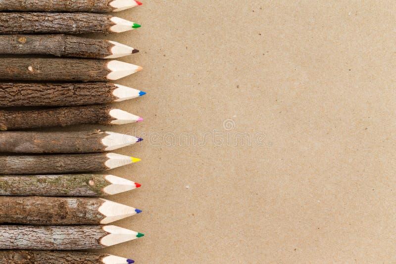 Αγροτικά φυσικά ξύλινα σύνορα κραγιονιών μολυβιών στοκ εικόνα με δικαίωμα ελεύθερης χρήσης