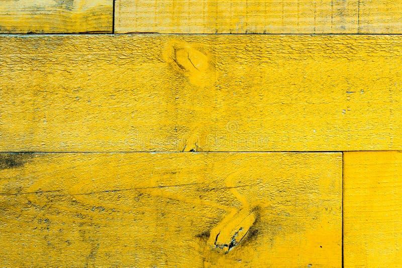 Αγροτικές παλαιές βρώμικες και ξεπερασμένες κίτρινες ξύλινες σανίδες τοίχων ως ξύλινη σύσταση στοκ εικόνες
