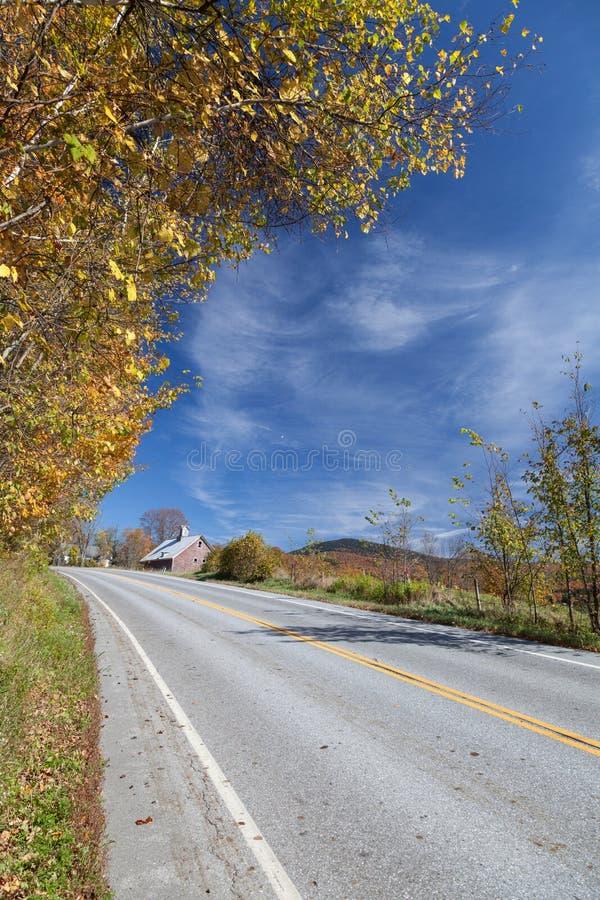 Αγροτική εθνική οδός το φθινόπωρο στοκ εικόνες