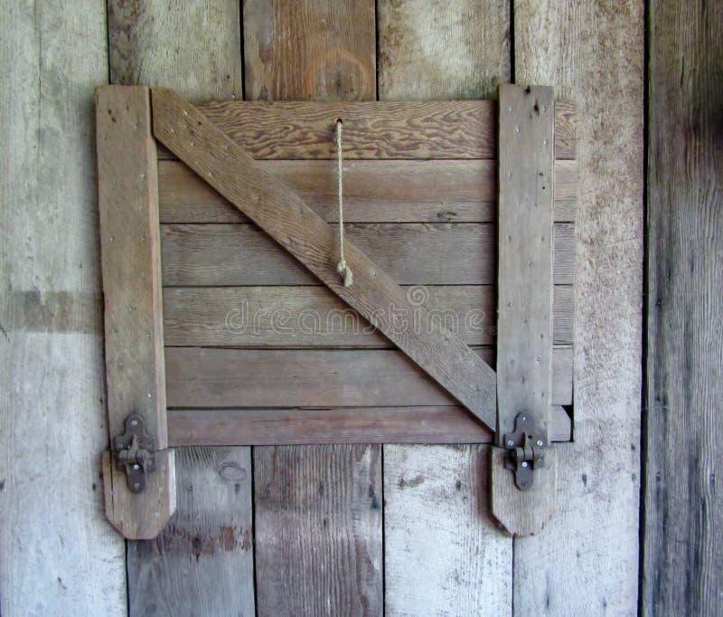Αγροτική εκλεκτής ποιότητας σιταποθήκη ξυλείας ή σταθερή πόρτα στοκ εικόνες
