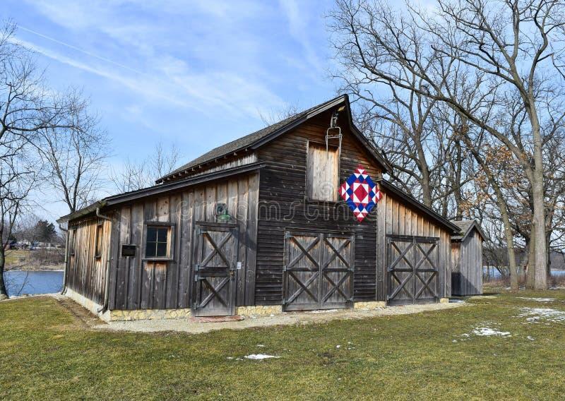 Αγροτική σιταποθήκη με το πάπλωμα Amish στοκ φωτογραφία με δικαίωμα ελεύθερης χρήσης
