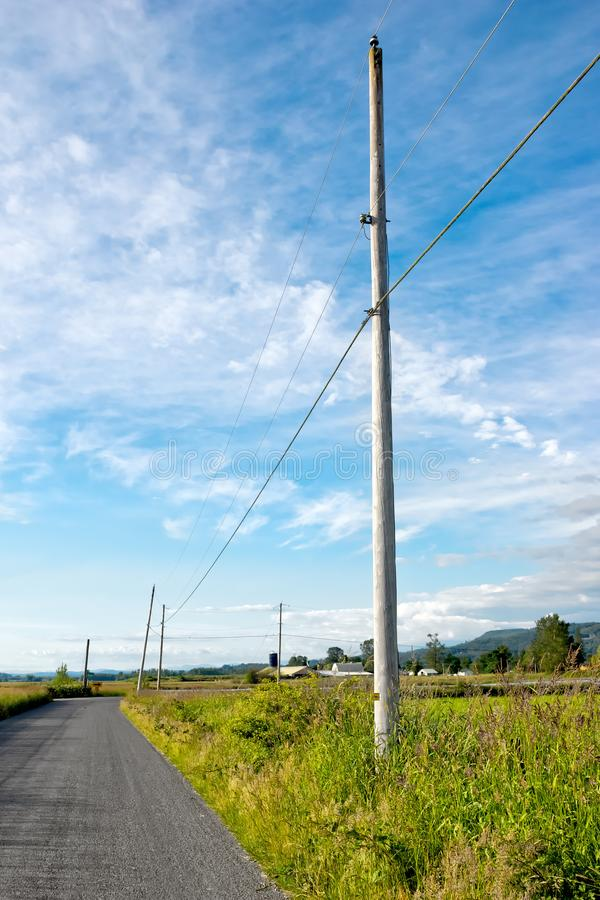 Αγροτικός δρόμος έξω σε μια ρύθμιση χώρας στοκ εικόνες με δικαίωμα ελεύθερης χρήσης