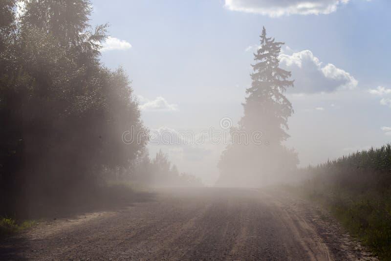 αγροτικός σκονισμένος δρόμος στοκ εικόνες