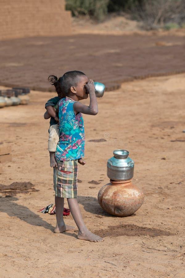 Αγροτικό κορίτσι στοκ φωτογραφίες με δικαίωμα ελεύθερης χρήσης