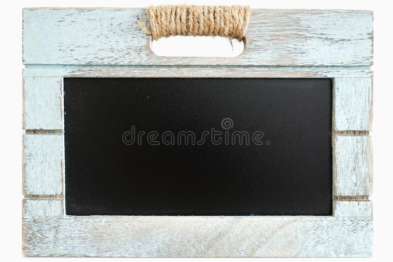 Αγροτικό ξύλινο μπλε κλουβί με τον πίνακα πινάκων κιμωλίας ως διάστημα αντιγράφων για τη συνήθειά σας te στοκ φωτογραφία με δικαίωμα ελεύθερης χρήσης