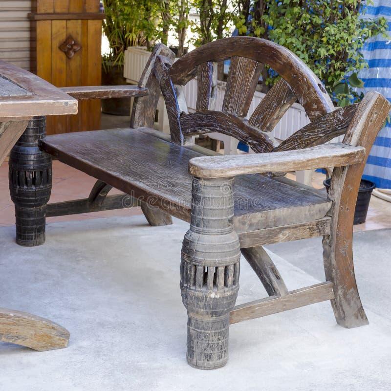 Αγροτικό ξύλινο ντιβάνι στοκ φωτογραφία με δικαίωμα ελεύθερης χρήσης