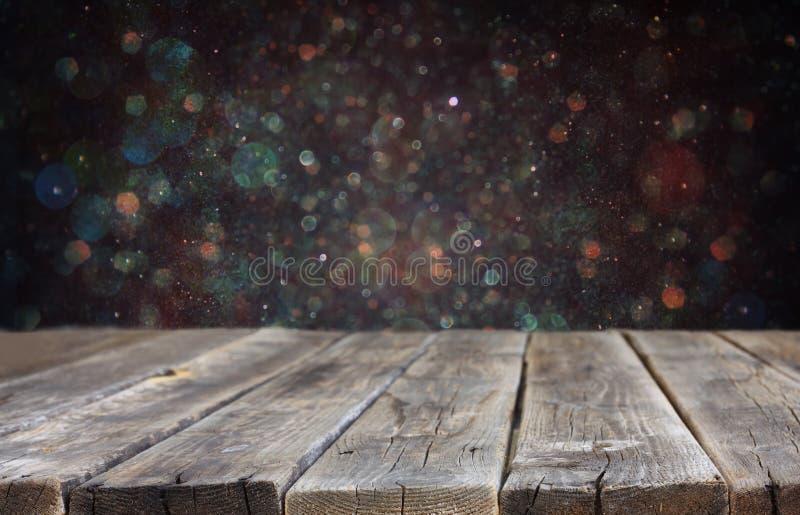 Αγροτικό ξύλινο υπόβαθρο πινάκων και bokeh φω'των έτοιμος για την επίδειξη προϊόντων στοκ φωτογραφίες