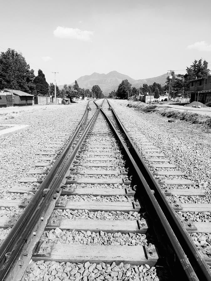 αγροτικό τοπίο με τις διαδρομές σιδηροδρόμου σε Michoacan, Μεξικό στοκ εικόνα με δικαίωμα ελεύθερης χρήσης
