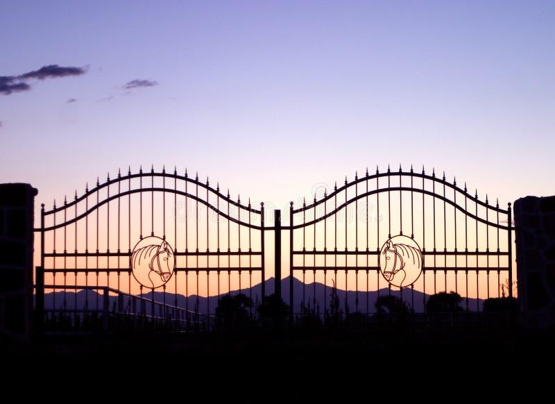αγρόκτημα αλόγων πυλών Στοκ Φωτογραφίες