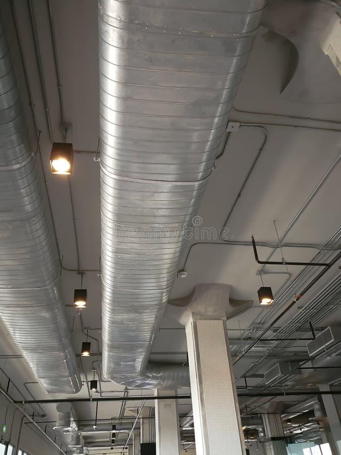 Αγωγοί αεραγωγών που χρησιμοποιούνται στη θέρμανση, τον εξαερισμό, και το σύστημα κλιματισμού των κτηρίων στοκ εικόνες