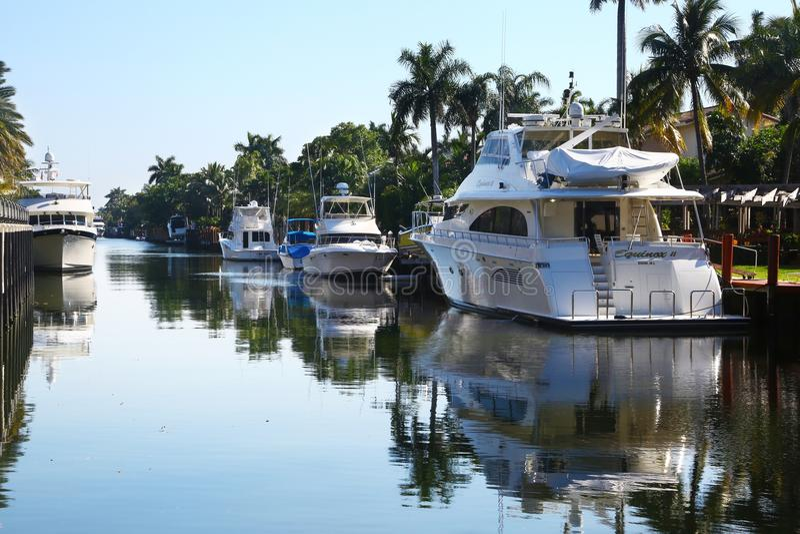 Αγωγός ύδατος & γιοτ στο Fort Lauderdale, Φλώριδα στοκ εικόνα με δικαίωμα ελεύθερης χρήσης