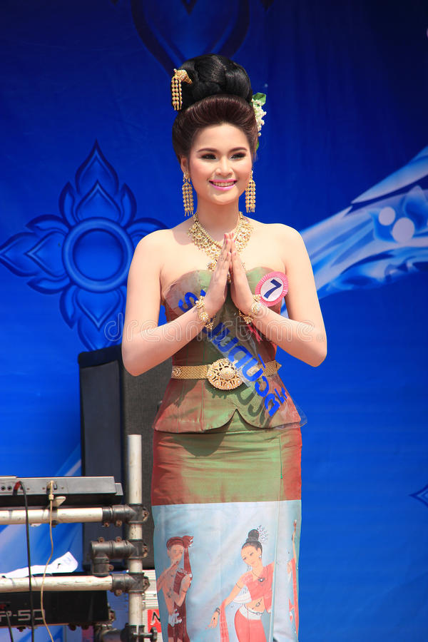 Αγωνιζόμενος για τη Δεσποινίς Songkran 2014 στοκ φωτογραφία