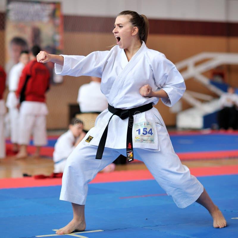 Αγωνιζόμενος που συμμετέχει στο ευρωπαϊκό Karate πρωτάθλημα Fudokan 2014 στοκ εικόνες με δικαίωμα ελεύθερης χρήσης