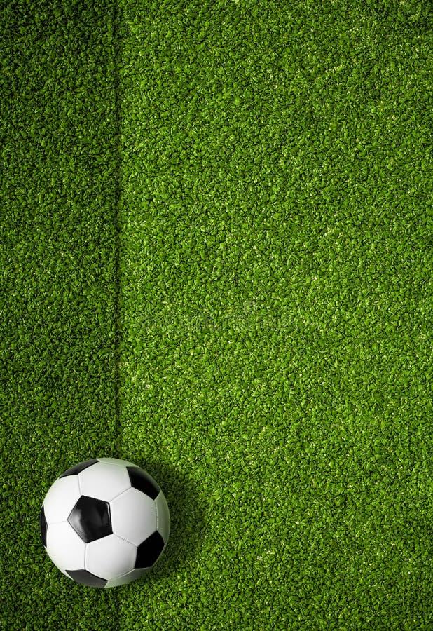 Αγωνιστικός χώρος ποδοσφαίρου και τοπ υπόβαθρο άποψης σφαιρών στοκ εικόνες