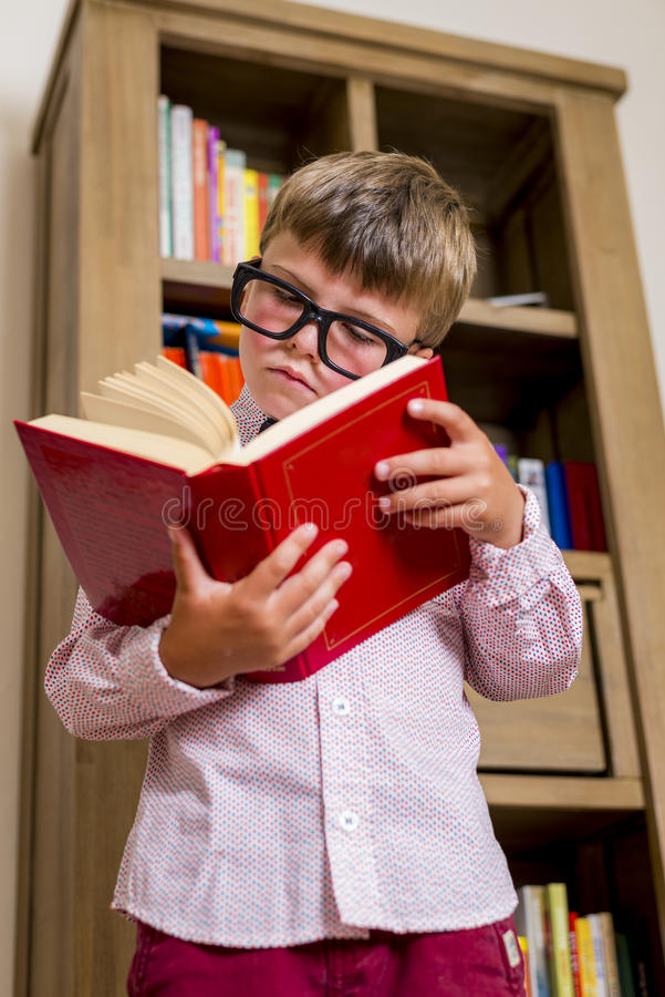 Αγόρι μελέτης στοκ φωτογραφία
