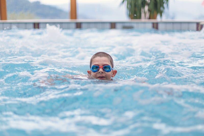 Αγόρι με τα γυαλιά στοκ εικόνα με δικαίωμα ελεύθερης χρήσης