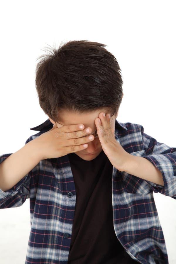 Αγόρι με την έκφραση φόβου στοκ φωτογραφία