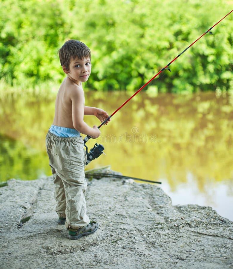 Αγόρι με την περιστροφή της ράβδου στοκ εικόνες με δικαίωμα ελεύθερης χρήσης