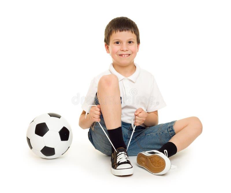 Αγόρι με τη σφαίρα ποδοσφαίρου στοκ εικόνες