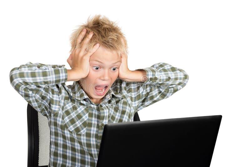 αγόρι με το lap-top στοκ εικόνες με δικαίωμα ελεύθερης χρήσης