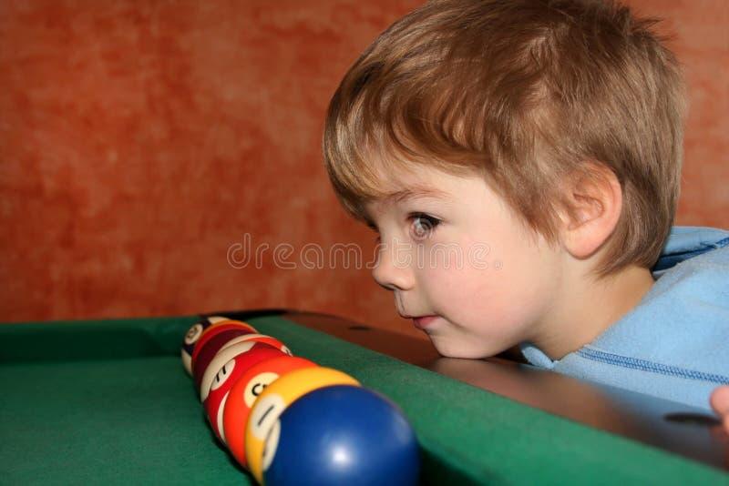 αγόρι μπιλιάρδου στοκ εικόνες με δικαίωμα ελεύθερης χρήσης