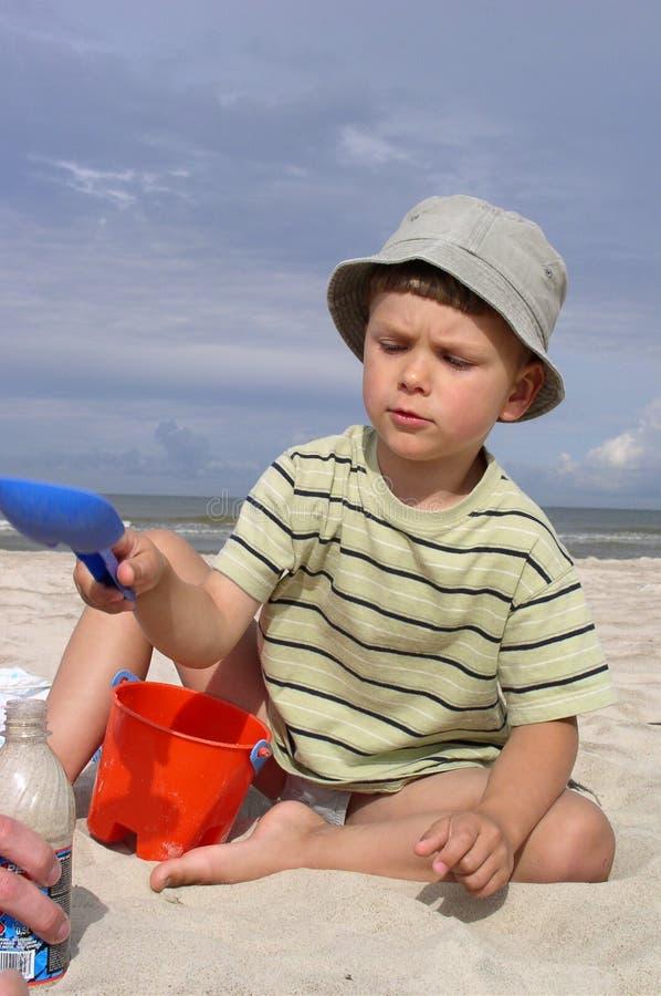 Download αγόρι παραλιών στοκ εικόνα. εικόνα από φως, midsummer, lifestyle - 381165