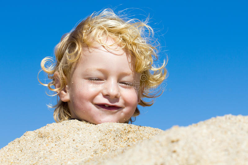 αγόρι παραλιών χαριτωμένο στοκ εικόνα με δικαίωμα ελεύθερης χρήσης