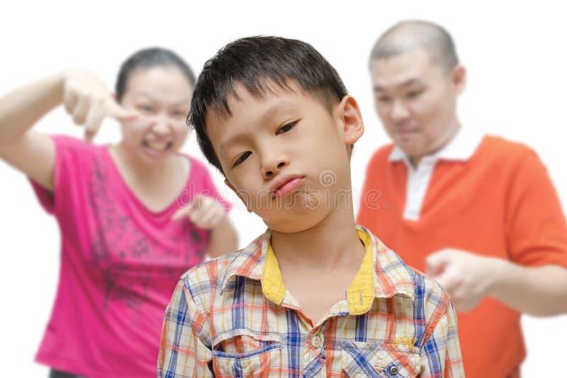 Αγόρι που επιπλήττεται από τους γονείς στοκ φωτογραφίες
