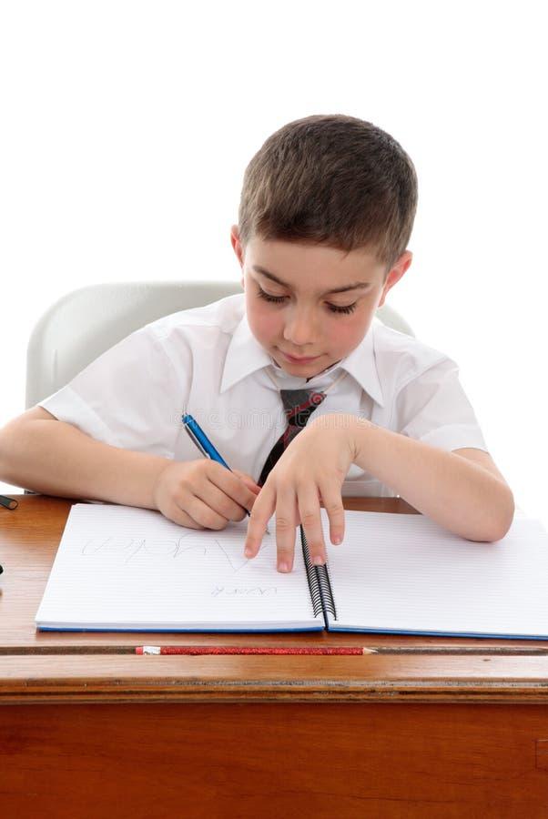 αγόρι που κάνει τη σχολι&kappa στοκ φωτογραφία με δικαίωμα ελεύθερης χρήσης