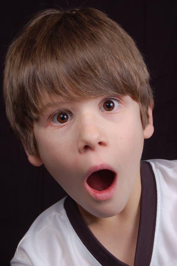 αγόρι που συγκλονίζετα& στοκ φωτογραφία με δικαίωμα ελεύθερης χρήσης