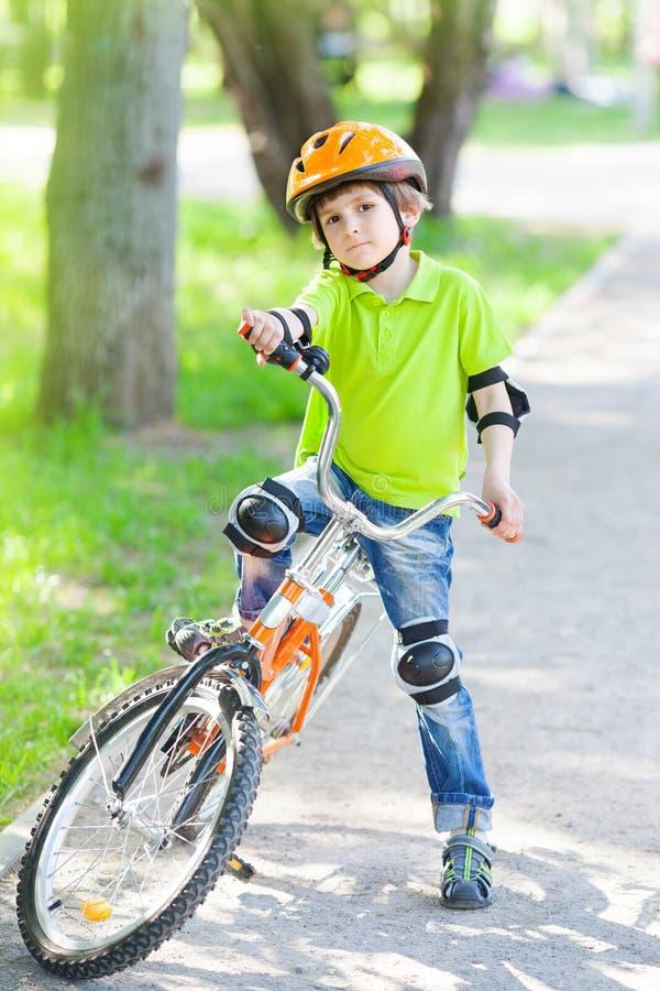 αγόρι ποδηλάτων λίγα στοκ φωτογραφία με δικαίωμα ελεύθερης χρήσης
