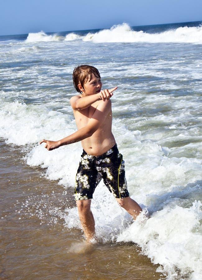 Download Αγόρι στην κίνηση στη θάλασσα Στοκ Εικόνες - εικόνα από boysenberries, bazaars: 62723144
