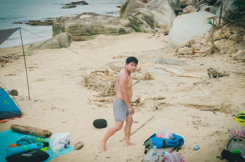 Αγόρι στην παραλία