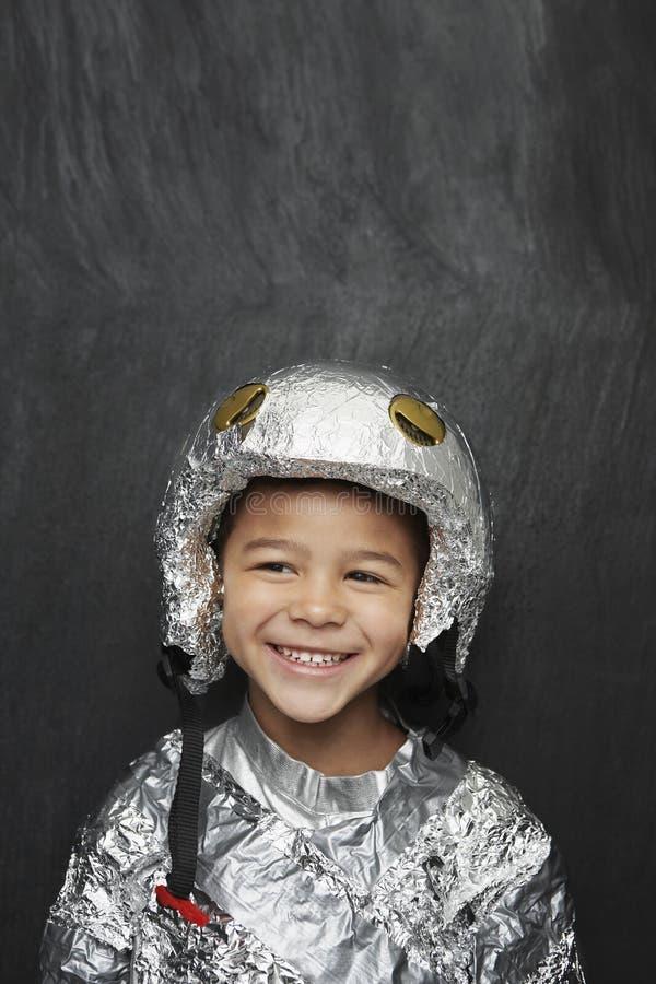 Αγόρι στο κοστούμι αστροναυτών φύλλων αλουμινίου αργιλίου στοκ εικόνες με δικαίωμα ελεύθερης χρήσης