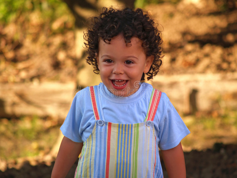 αγόρι χαριτωμένο λίγο χαμόγελο στοκ εικόνα