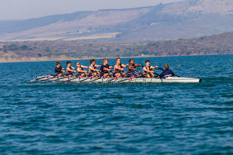 Αγώνας ομάδας αγοριών ΥΧΕ Eights Regatta στοκ φωτογραφία με δικαίωμα ελεύθερης χρήσης