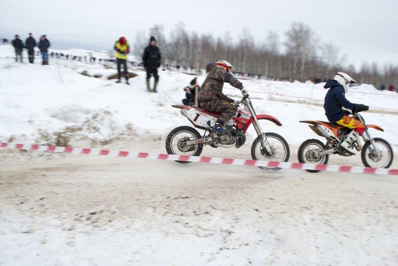 Αγώνας της μοτοσικλέτας το χειμώνα στοκ εικόνα