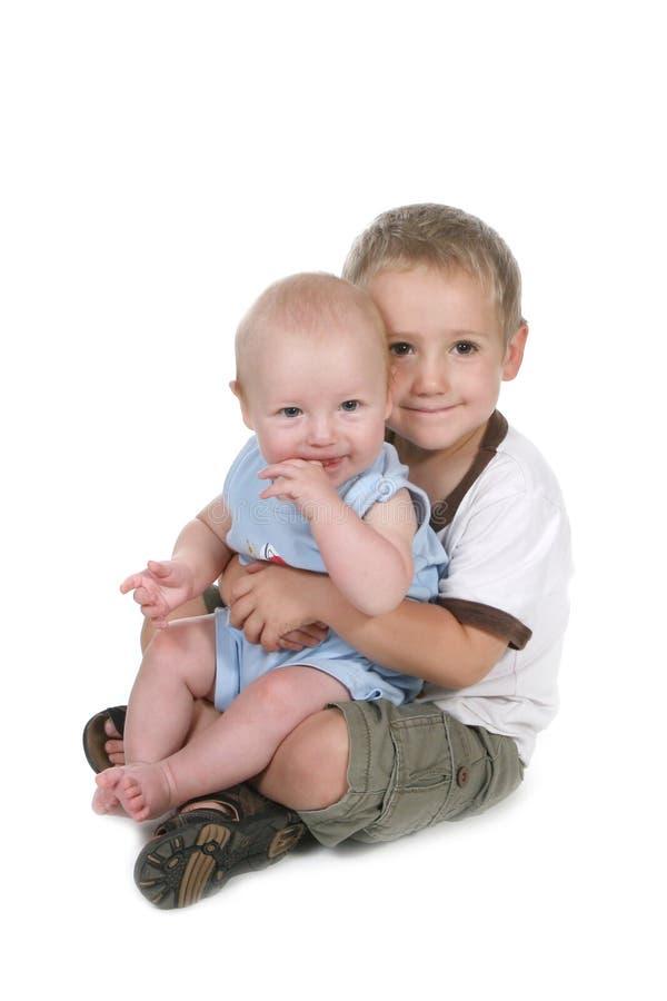 αδελφοί που κάθονται μα&z στοκ φωτογραφία με δικαίωμα ελεύθερης χρήσης