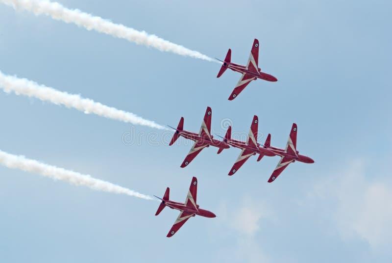 Αεριωθούμενα αεροπλάνα γερακιών BAe από την κόκκινη ομάδα παρουσίασης βελών στοκ εικόνες