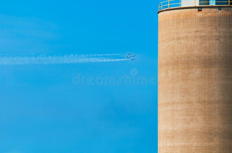 Αεριωθούμενα αεροπλάνα στο σχηματισμό στοκ φωτογραφία με δικαίωμα ελεύθερης χρήσης