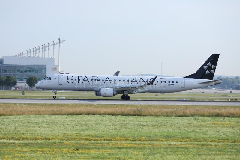 Αεριωθούμενη απογείωση συμμαχίας αστεριών από τον αερολιμένα του Μόναχου, MUC στοκ εικόνα