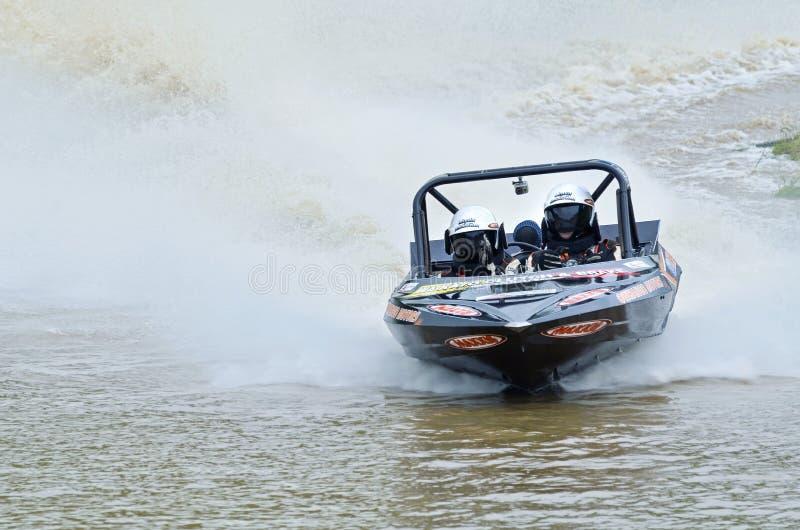 Αεριωθούμενη υψηλή ταχύτητα αγώνα ταχυπλόων αγώνα βαρκών Jetsprint που τελειώνει στοκ φωτογραφία