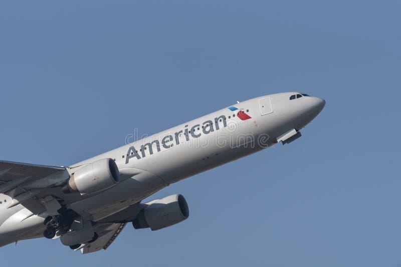 Αεριωθούμενο αεροπλάνο επιβατηγών αεροσκαφών airbus A330 της American Airlines στοκ εικόνες με δικαίωμα ελεύθερης χρήσης