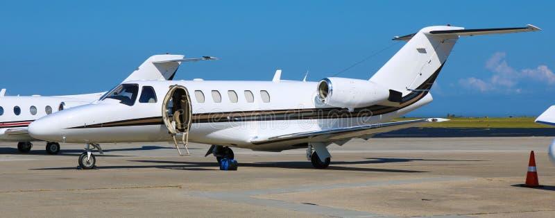 Αεριωθούμενο αεροπλάνο παραπομπής Cessna στον ιδιωτικό αερολιμένα της Νέας Ορλεάνης στοκ φωτογραφίες